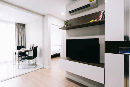BTS Sukhumvit@Punnawithi/Luxury 1BR - Bangkok - Condominium