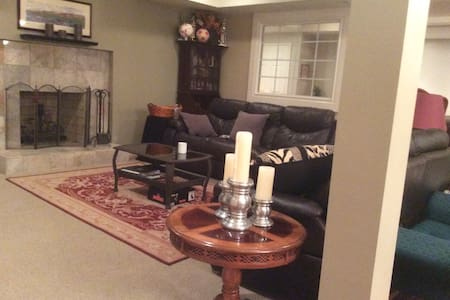 Private BASEMENT living  RETREAT! - Westfield - Huis
