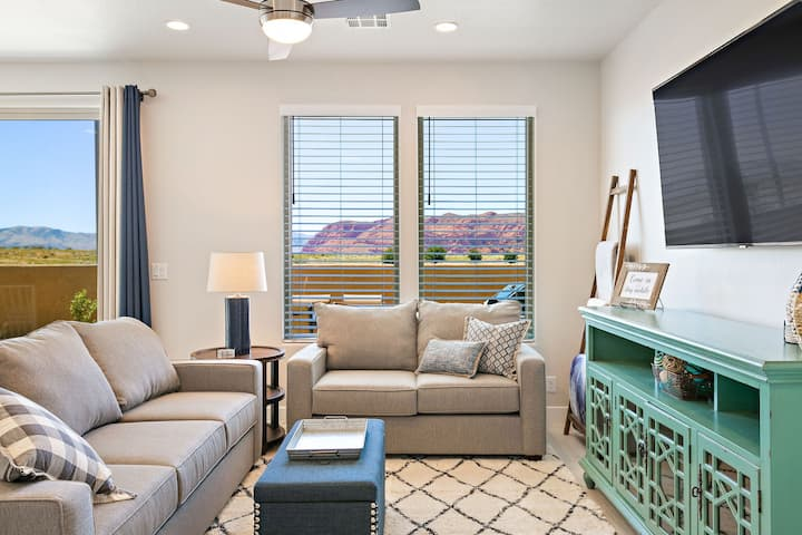 This new lovely 4 bedroom 4.5 bath home is the Ledges community.  Enjoy all the furnishing in the beautiful Snow Canyon area where there are hiking and biking trails just outside your door.  Perfect family getaway retreat, book now!  Sleeps up to 12.