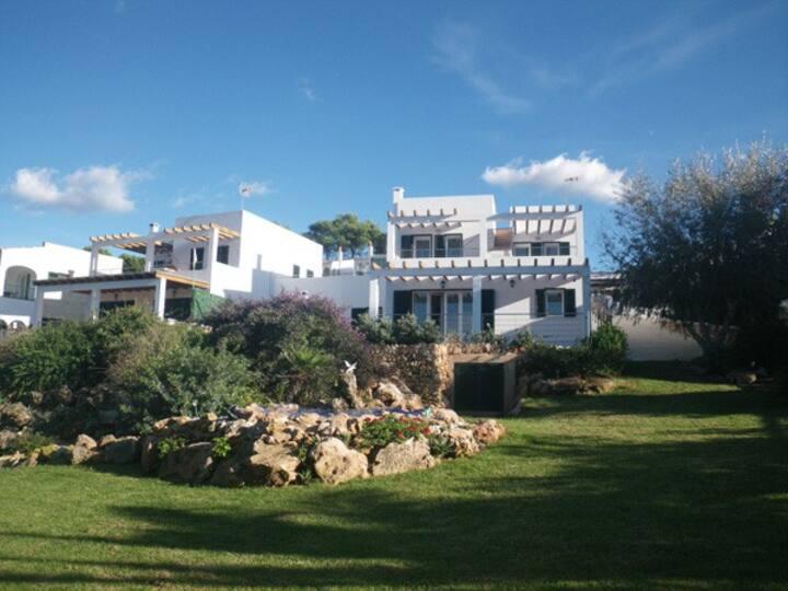 Bonita villa en cala Molí con vistas al mar