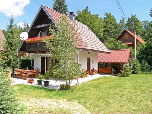 Kétszobás ház erkéllyel Crni Lug, Gorski kotar (K-15058)