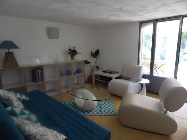 studio dans villa à la campagne - Salernes - Byt