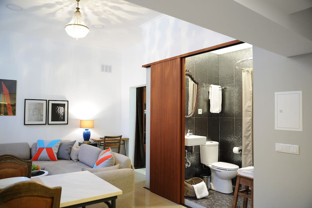 The space has been optimized and you discover a beautiful bathroom with sliding doors.