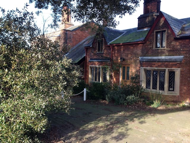 Pretty Victorian Cottage - Girton