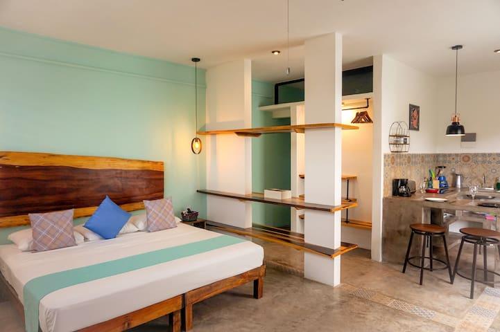 Rooftop Deluxe King Suite #9 @ Les Suites Calle 2
