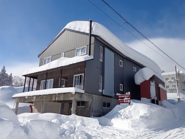 Red Warehouse - Family Room - Myoko - Villa