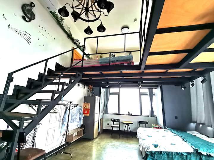 烟台莱山宝龙广场工业风Loft--M.Home/邻烟大海水浴场/邻烟台高铁南站/可做饭/地处大商圈
