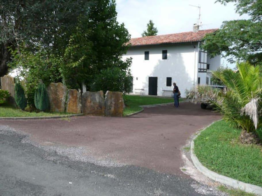La maison depuis le chemin Iguzki Aguerria