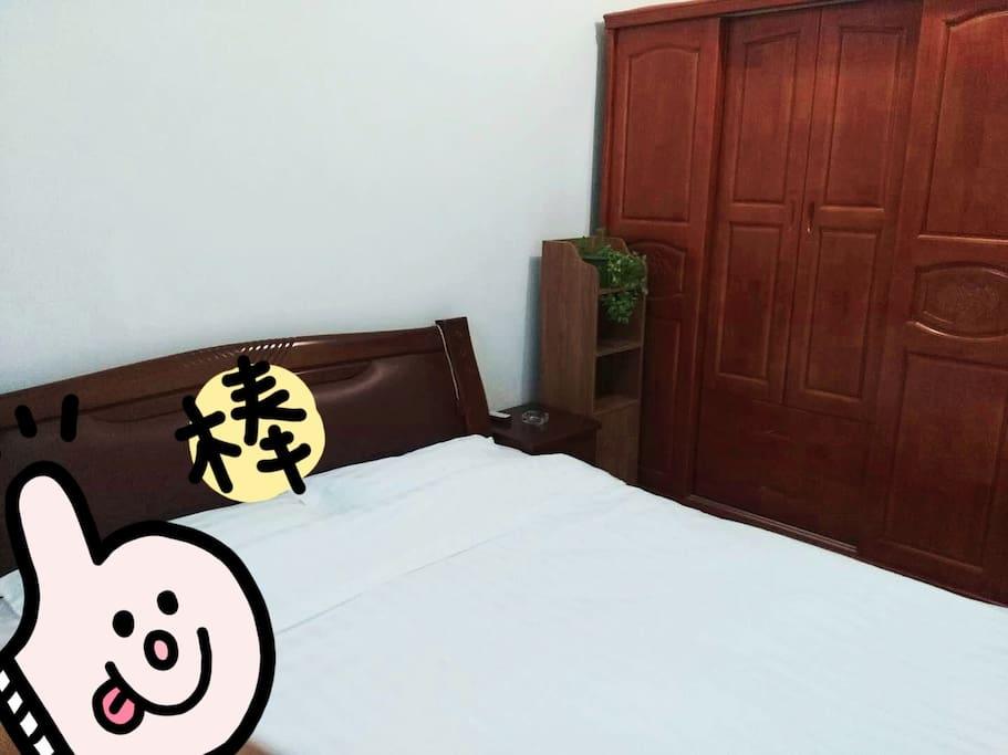一楼主卧,实木家具,超有品位哦~