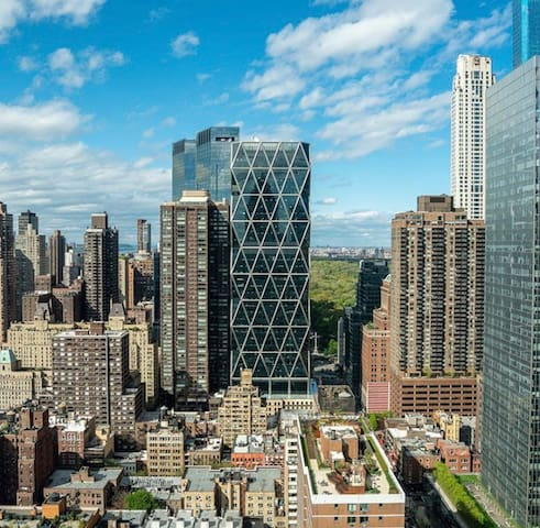 New luxury building walk to Central Park & Javits