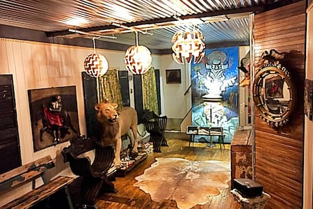 1 Bedroom in Awesome Original Artist Space - Cleveland - Hus