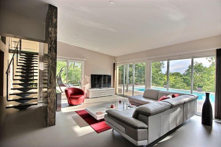 Suite dans villa ultra contemporaine au calme - Cosnac - Rumah