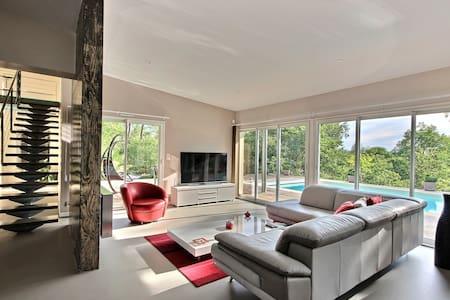 Suite dans maison ultra contemporaine au calme - Cosnac