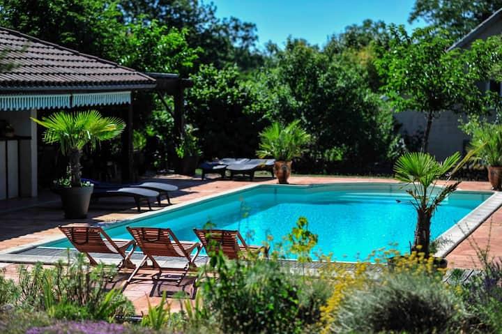 """Appartement""""La Vigne"""" piscine chauffée en saison"""