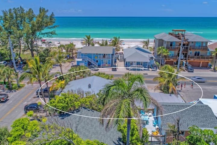 PLAYA ESMERALDA/INNATTHEBEACH SUITES #4A BY BRIDGE STREET