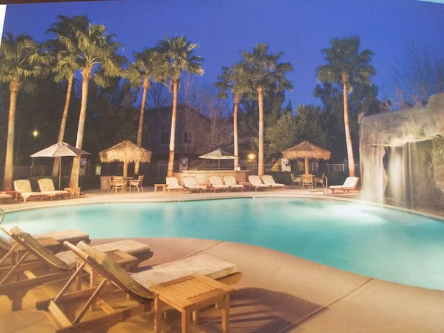 Aussie Vegan, secure gated resort. - Las Vegas - Appartement