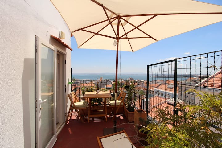 Estrela Penthouse with amazing views over Lisbon