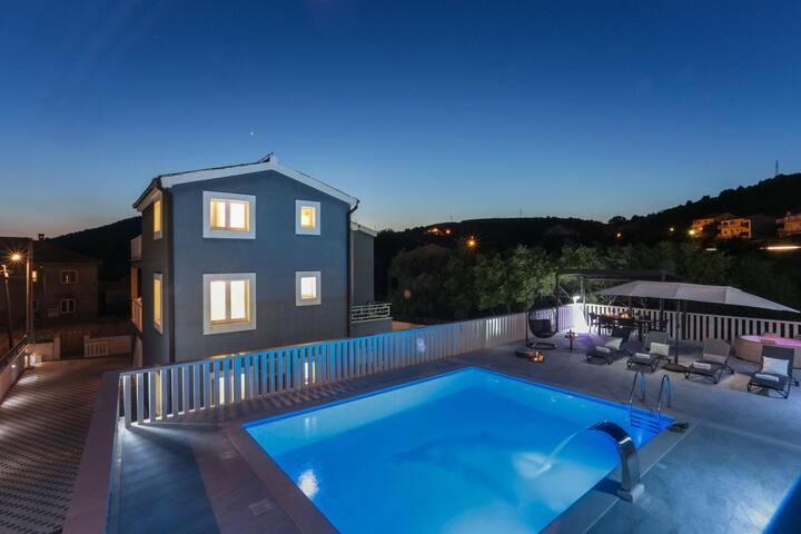 Luxe villa met acht slaapkamers met prachtig zeezicht, privézwembad, buitenjacuzzi