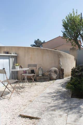 Maison/duplex avec un jardin clos
