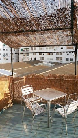 Habitación bonita cerca de la playa y puerto!