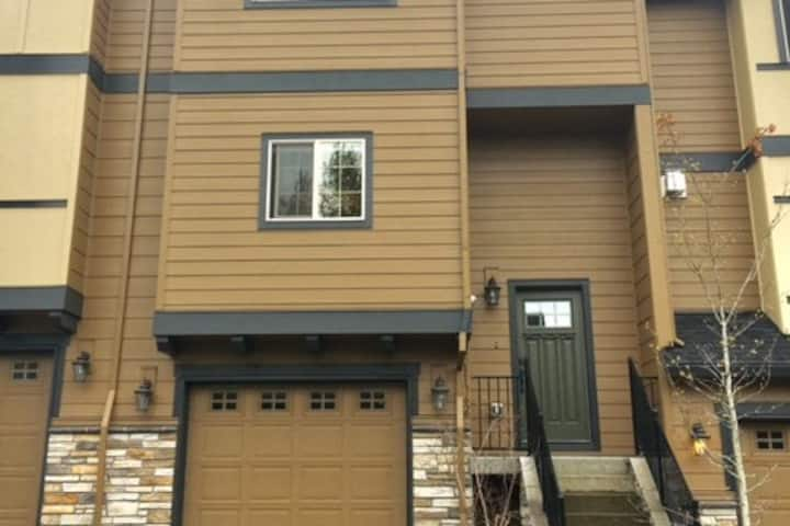 Spacious 3-Bedroom Townhouse in Happy Valley