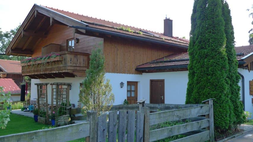 Landhaus Nessi - Tor zum Tegernsee - Waakirchen - House