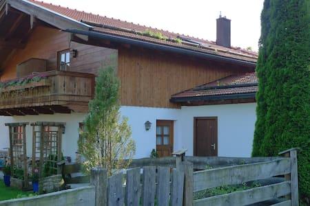 Landhaus Nessi - Tor zum Tegernsee - Waakirchen