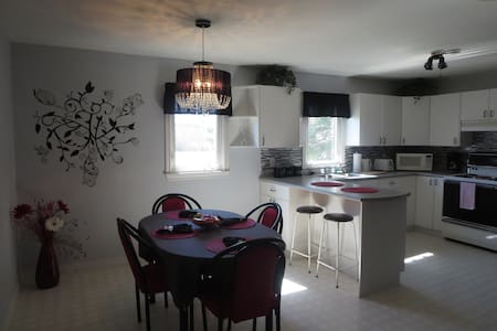 Private apartment, 5 minute drive from the beach. - Beaubassin East