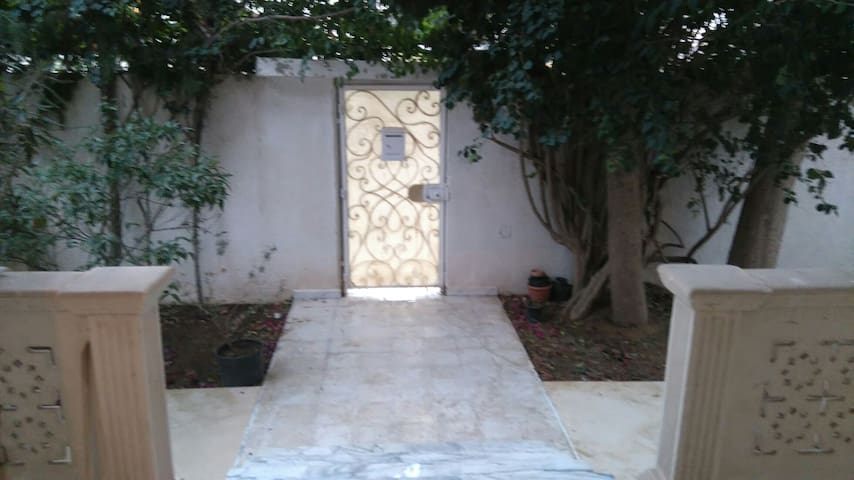 Chambre privé dans une villa à la Marsa - La Marsa - Hus