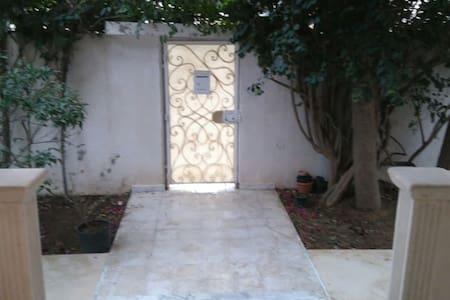 Chambre privé dans une villa à la Marsa - La Marsa