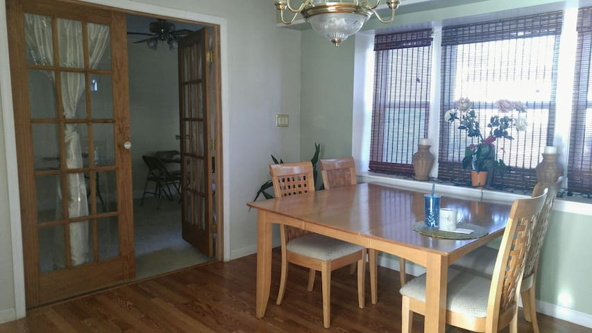 Rooms in Comfy Colonial - Willingboro - Huis