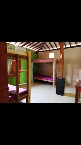 Family/Group Room with Shared Bathroom (6 people)
