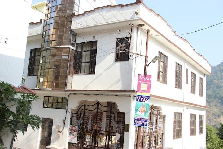 Nice Combination of Ashram & Hotel