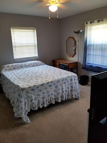 Private Room & Private Bath, Central Pensacola FL