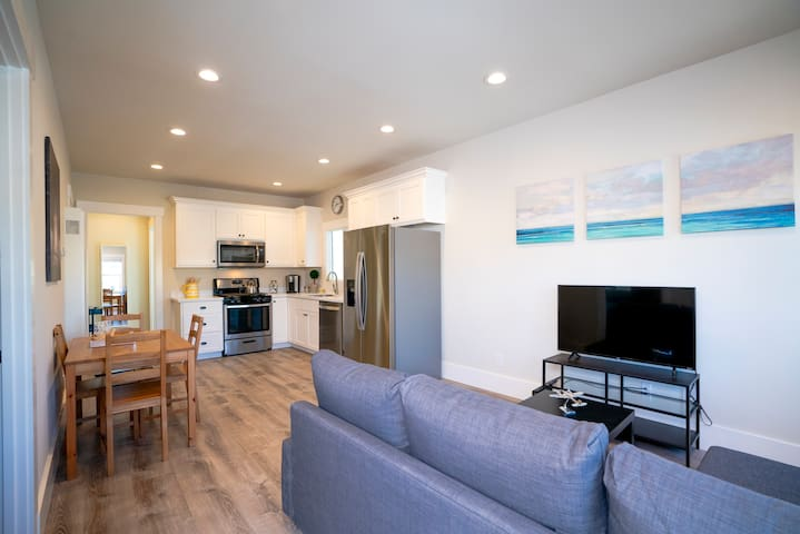 Beauty Modern Style 2BR Condo Parking Train /Bart