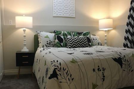 Modern Downtown 1 Bedroom Unit
