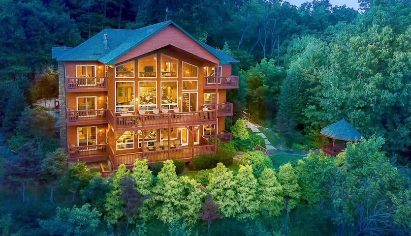 Mountain-View Estate on 1.61 Acres - Sleeps 25