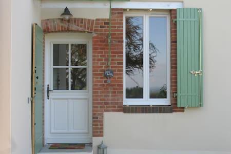 """Petite maison de charme """"Côté Jardin"""" - Bussy-en-Othe - Hus"""