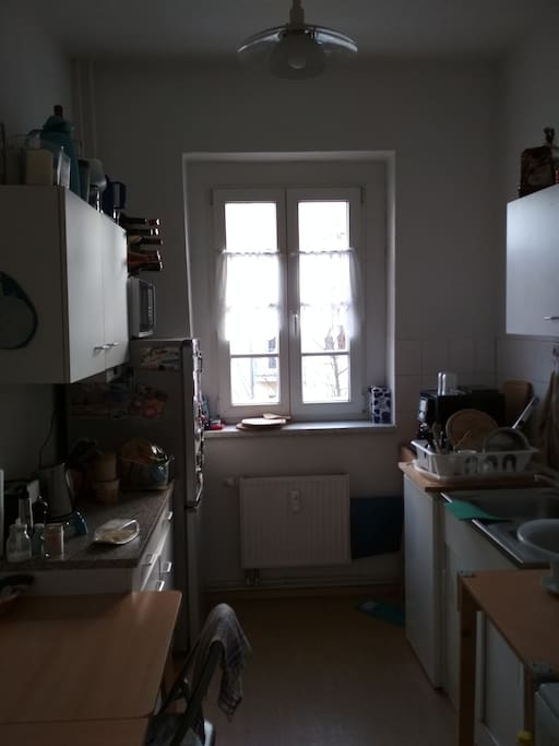 Kitchen with fridge, oven, coffee machine  and necessary kitchen supply / Küche mit Kühlschrank, Kaffemaschine und sonstigen Küchenzubehör