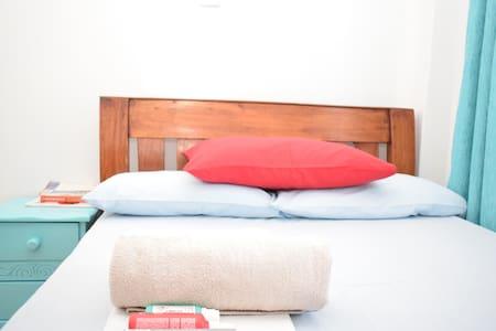 Clean, Quiet City Centre Nairobi Room + FREE Wi-Fi - Nairobi - Huoneisto