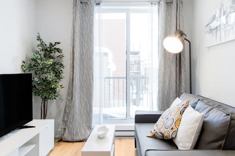 New Condo in Montreal 🌿  Long Term Stays Welcome ♥️
