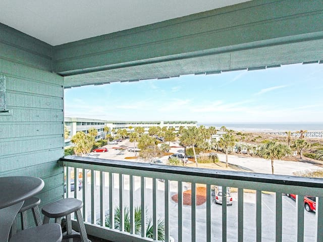 Stay In The Heart Of Isle Of Palms- Full Ocean Views!