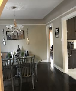 Charming flat convenient location near downtown! - Royal Oak