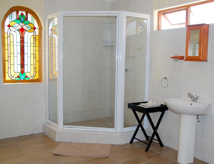Bathroom rm 2 (Also bath)