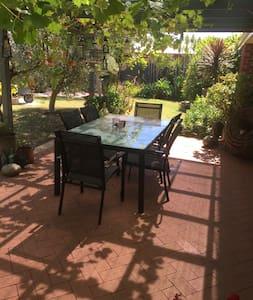 Beautiful Garden Woodvale Joondalup - Woodvale - House
