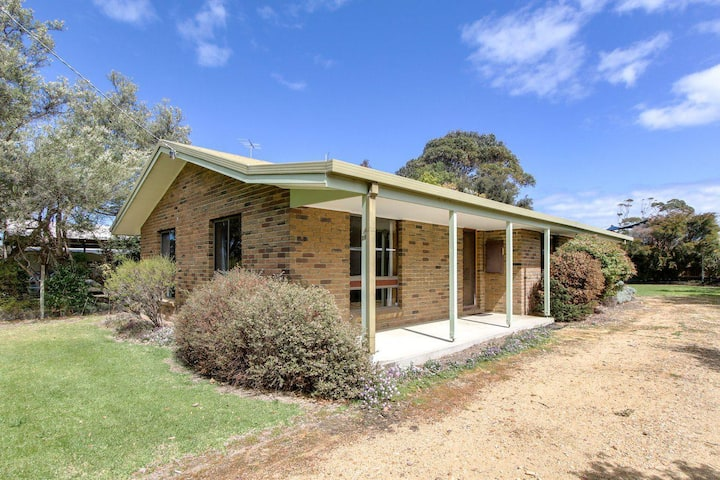 Deppelers - 3 Bedroom Holiday House in Lakes Entrance