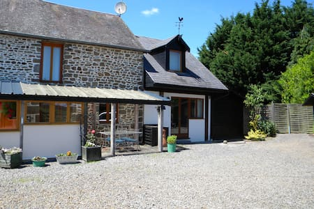 Cottage Close to Mont St Michel - Saint-James