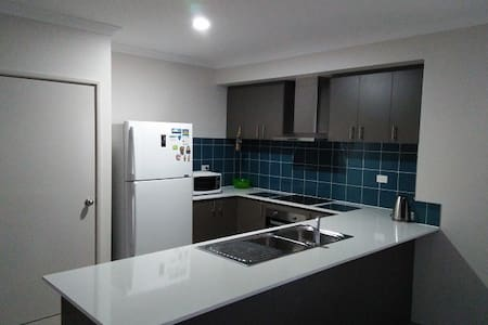 Near TRAIN New House  Room 1 - Maddington - Talo