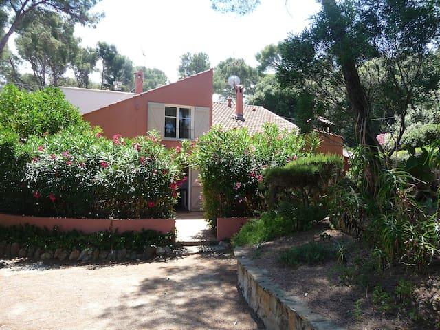 agréable maison avec jardin et terrasse - Six-Fours-les-Plages - Casa