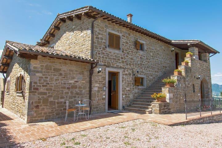 Belle maison de vacances à Gubbio avec piscine